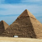 CAIRO : the Giza Plateau ( illustration )