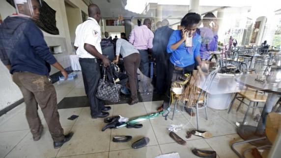 Kenya, Des étudiants tentent de retrouver leurs affaires