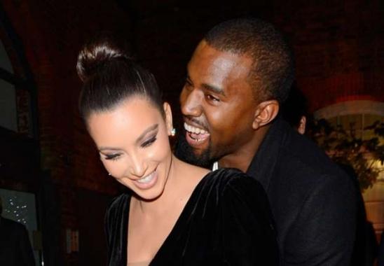 Kim Kardashian et Kanye West | © Prisma Media KIM_KANYE_SOURIRE