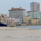 Une Cubaine perdue dans ses pensées