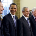 (L-R) George H.W. Bush, President-elect Barack Obama, George W. Bush, Bill Clinton et Jimmy Carter