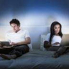 Couple au lit / Portra Images/ Getty