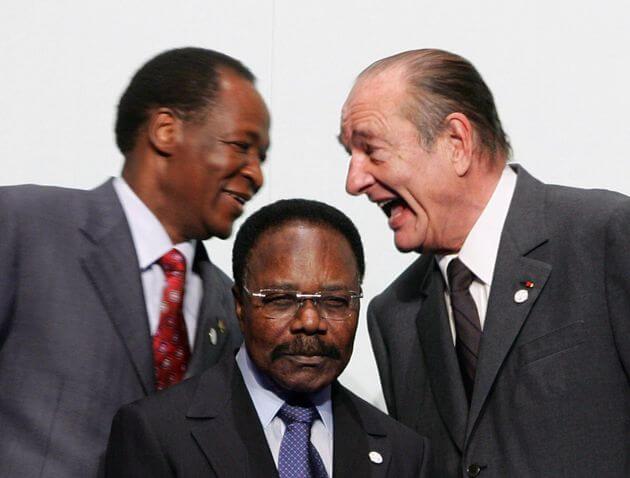 Jacques Chirac avec le Président du Burkina Faso Blaise Compaore et devant eux le Président du Gabon Omar Bongo